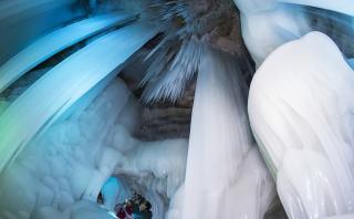 Conoce esta impresionante cueva de hielo en China
