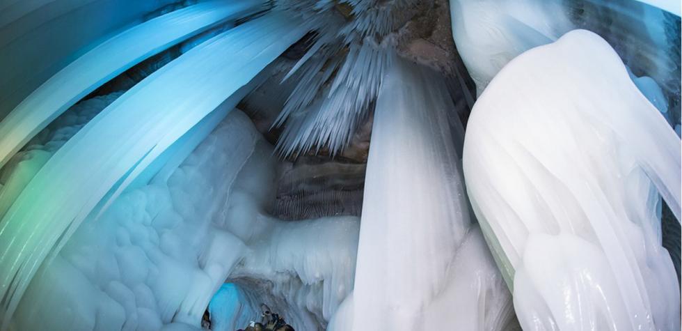 Conoce esta impresionante cueva de hielo