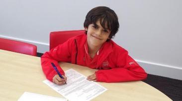El hijo del exfutbolista Robert Pirès fichó por el Arsenal
