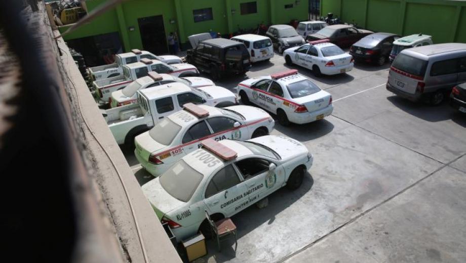 Patrulleros y motos abandonados en comisarías de Lima [FOTOS]