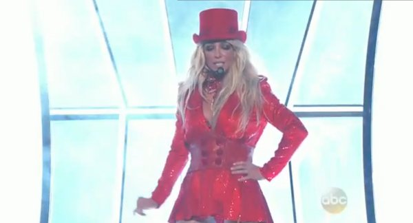 Britney Spears en el inicio de su performance en los Billboard Music Awards. (Foto: Captura de pantalla)
