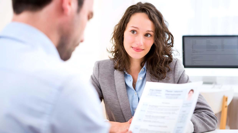 Cómo causar una buena primera impresión en una entrevista