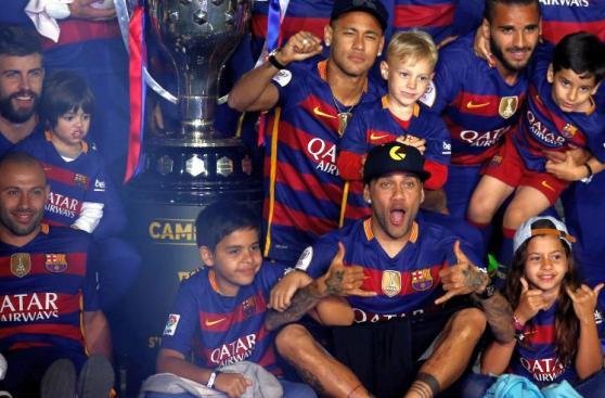 Barcelona celebró doblete en familia sin Messi ni Luis Suárez