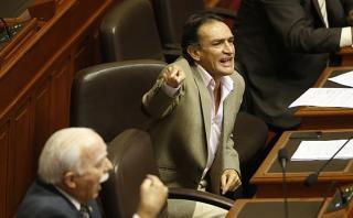 """Héctor Becerril dice que PPK """"salió a lloriquear"""" tras debate"""
