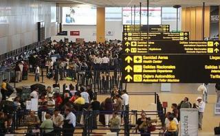Por huaicos: Aerolíneas permiten cambiar vuelos al interior