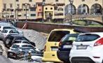 Italia: Un socavón se tragó 20 autos en Florencia [VIDEO]