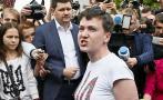 La piloto indultada por Putin vuelve a Ucrania como una heroína