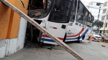 Magdalena: así quedó bus tras empotrarse contra casa [FOTOS]