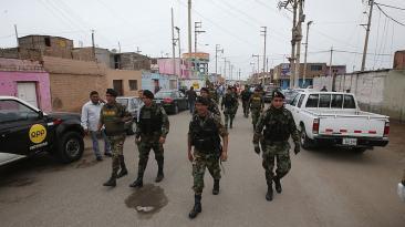 Callao: policía ingresó a 'barracones' en operación sorpresa