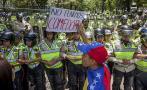 Estudiantes venezolanos protestan por crisis económica
