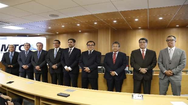Autoridades y ganadores de las bandas de 700 Mhz licitadas por Proinversión para telefonía 4G. (Foto: Difusión)