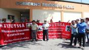 Piura: trabajadores de salud protestan en Gobierno Regional