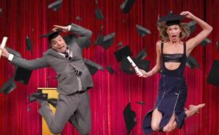 Karlie Kloss enseñó a posar como 'super modelo' a Jimmy Fallon