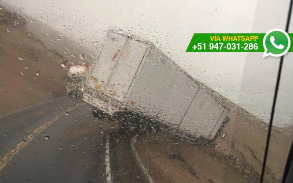 Camión quedó al filo del abismo (Foto: @eduardot34)
