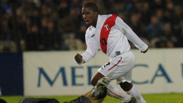 Así celebró Farfán el tercer gol peruano. (Foto: AP)