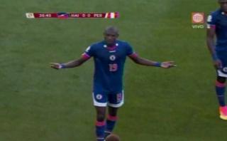 Jugador de Haití fue cambiado en el 1er tiempo y así reaccionó