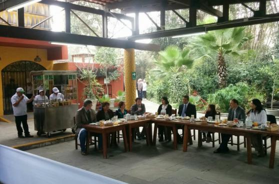 Keiko Fujimori brindó desayuno electoral en Ate Vitarte [FOTOS]