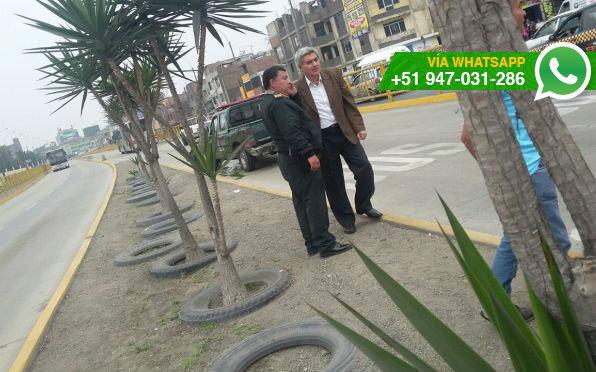 Una mototaxi y un patrullero chocaron en la vía del Metropolitano (Foto: WhatsApp El Comercio)