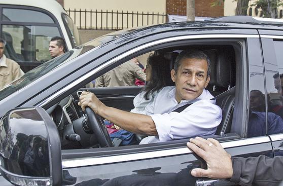 Personajes políticos también acudieron a las urnas [FOTOS]