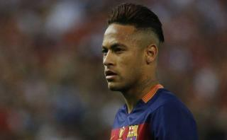 Barcelona: fiscalía quiere procesar a Neymar por fraude