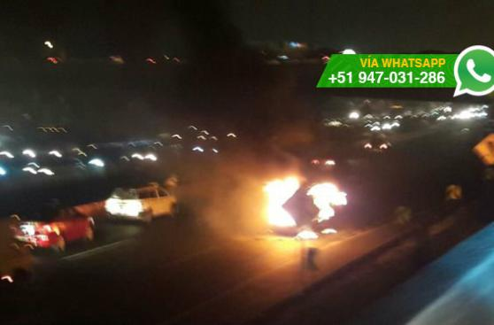 Incendio de combi alertó a conductores en Panamericana Sur