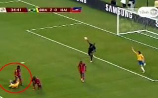 El haitiano que ayudó sin querer a Brasil en anotar un gol
