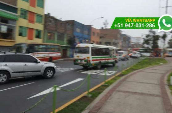 SMP: autos circulan en contra y ponen en riesgo a peatones