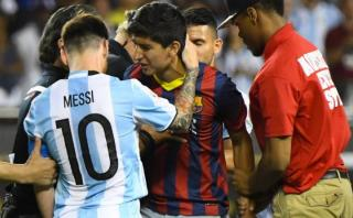 Lionel Messi y el tierno gesto con un hincha que entró al campo