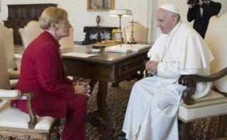 Papa recibe a madre de argentino condenado a muerte en EE.UU.