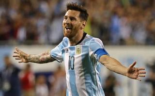 Messi habla en la cancha, con la pelota, por Jorge Barraza