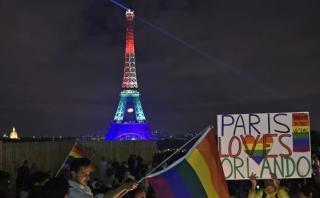 Torre Eiffel luce colores del arcoíris por masacre en Orlando