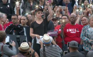 El llanto de Lady Gaga al leer nombres de víctimas de Orlando