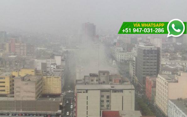 Incendio en inmueble del Centro de Lima (Foto: WhatsApp El Comercio)