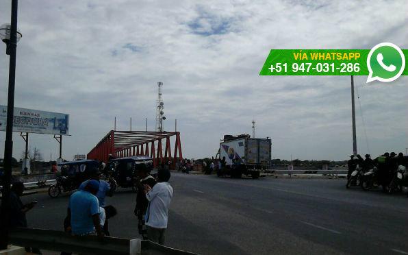 Pescadores artesanales de bloquean la salida de Sechura, en Piura (Foto: WhatsApp El Comercio)