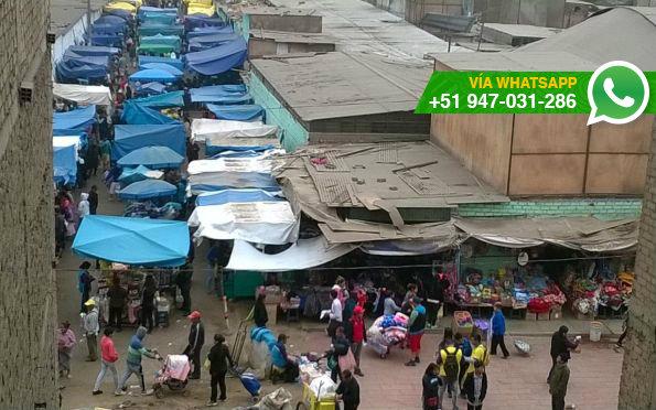Ambulantes invaden Prolongación Los Gladiolos (Foto: WhatsApp El Comercio)