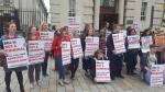 Dron lanza píldoras abortivas en marcha por derechos de mujeres - Noticias de aborto