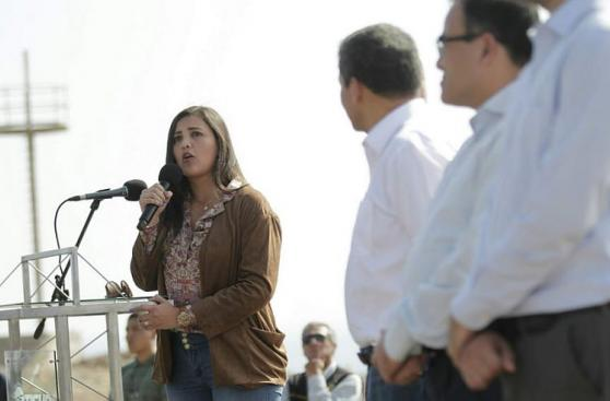 Humala inauguró obra en Matarani con gobernadora de Arequipa