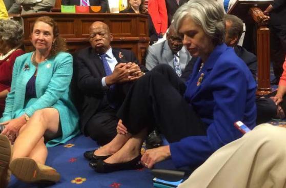 EE.UU.: La 'sentada' demócrata para exigir más control de armas