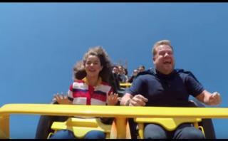 YouTube: Selena Gómez sorprende cantando en una montaña rusa