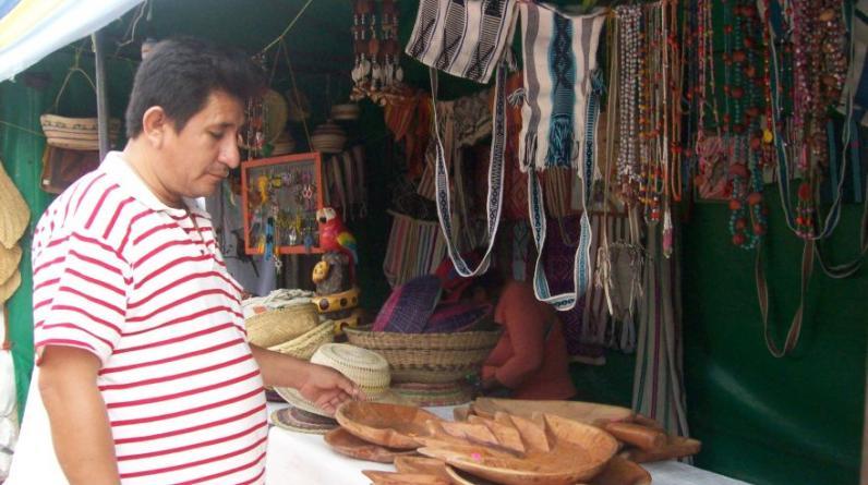 En la fiesta de San Juan aumenta el comercio en las calles de Pucallpa. (Foto: Yulissa Cassana)