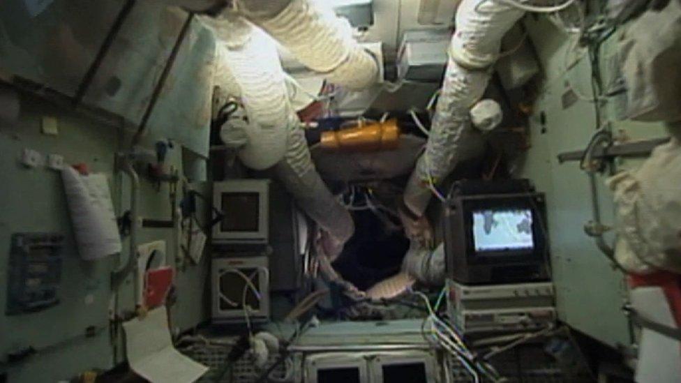 Las entrañas de Mir le parecieron como un esófago al astronauta Foale.