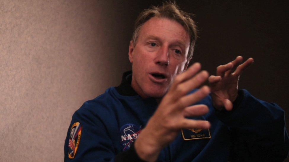 Michael Foale sugirió disparar los cohetes de la cápsula Soyuz para estabilizar la estación Mir.
