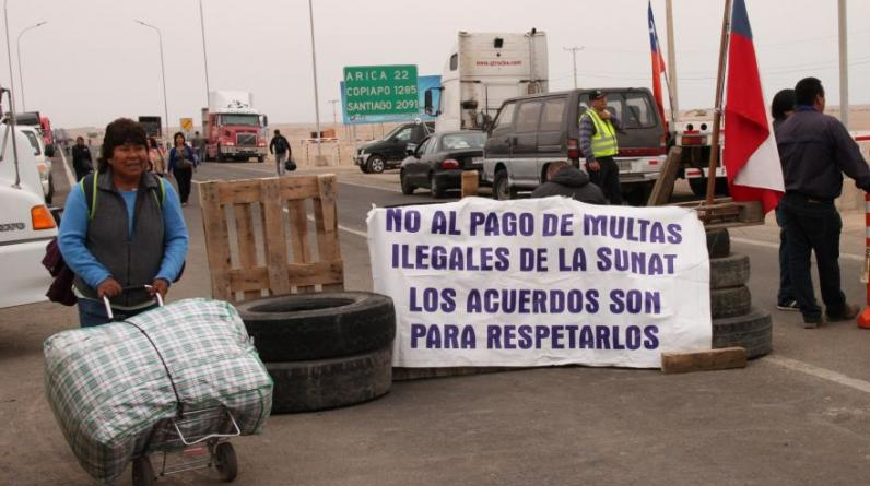 La carretera Arica-Tacna está bloqueada desde el 15 de junio. Aún no se soluciona el problema. (Ernesto Suárez / El Comercio)