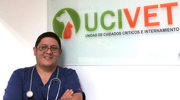 Marco Vega, médico veterinario UCIVET