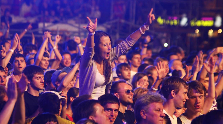 Cómo proteger tus oídos en los conciertos