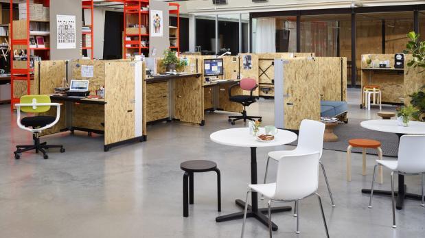 Hack la oficina moderna que se adapta a cualquier for Oficina moderna en casa
