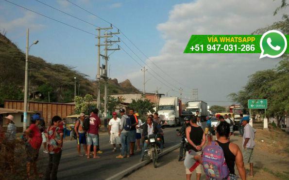 Tumbes: bloquearon la Panamericana Norte en demanda de obras de desagüe (Foto: WhatsApp El Comercio)