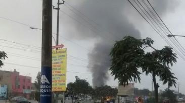 Incendio en Comas destruyó fábrica de thinner [FOTOS]
