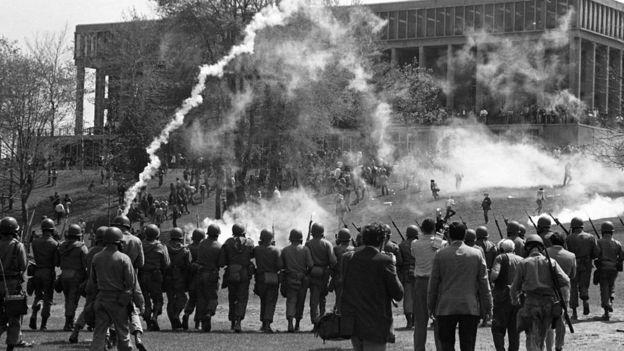 Nixon enfrentaba violentas protestas universitarias contra la guerra en Vietnam. (Foto: Reuters)
