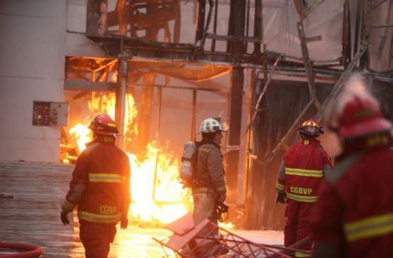 Comas: controlan incendio tras casi 5 horas de trabajo [FOTOS]